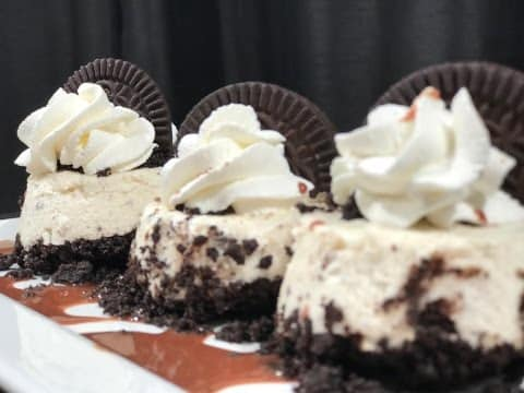 tres mini cheesecakes de Oreo